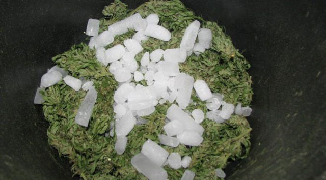 How to make hash with dry ice?