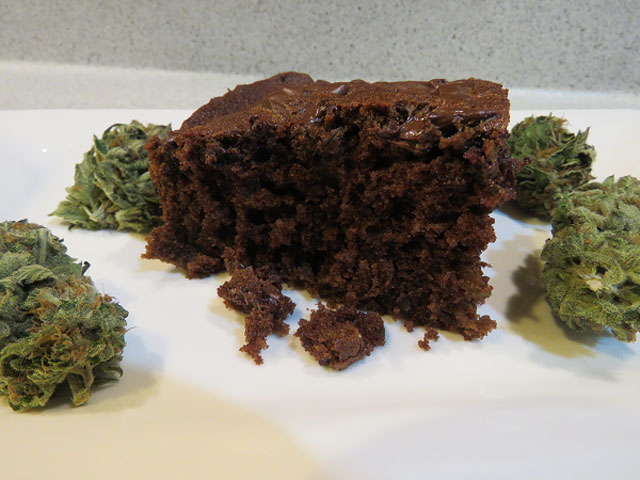 dutch-passion-seed-company-recipe-space-cake-buds-cannabis-weed